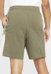 Nike Sportswear - Shorts - medium olive/oil green/light bone/white - 2