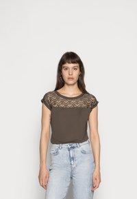 ONLY - ONLNICOLE LIFE MIX - T-shirt imprimé - crocodile - 0