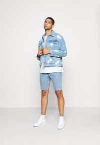Weekday - SUNDAY  - Jeans Short / cowboy shorts - pen blue - 1