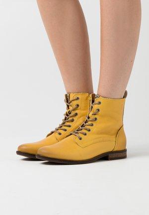 WOMS  - Šněrovací kotníkové boty - sun