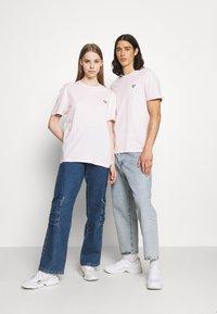 YOURTURN - UNISEX - Basic T-shirt - pink - 1