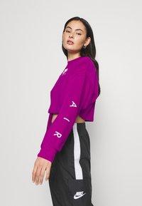 Nike Sportswear - AIR CREW CROP - Sweatshirt - cactus flower/white - 3