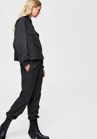 Selected Femme - Trousers - dark grey melange - 3