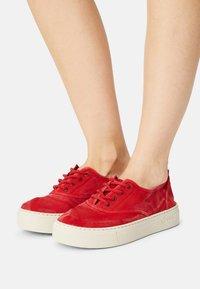 Natural World - Sneakers basse - rojo - 0