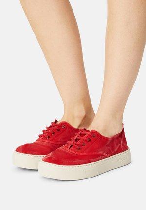 Sneakers basse - rojo