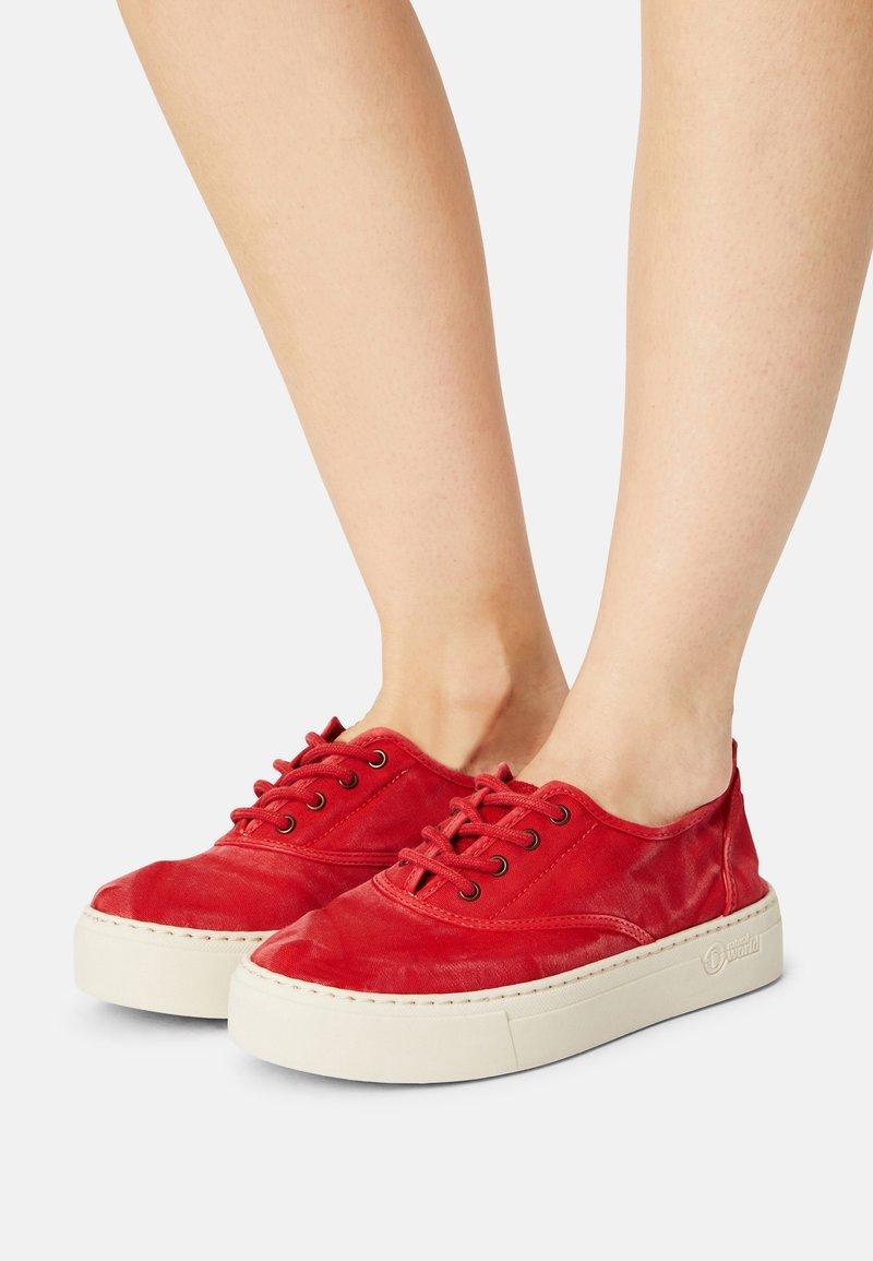 Natural World - Sneakers basse - rojo