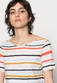Marc O'Polo - T-shirt imprimé - multi/rainbow yellow - 4