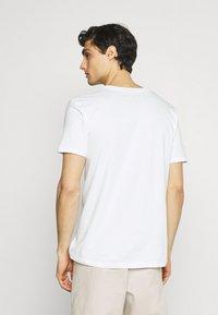 s.Oliver - 2 PACK - Basic T-shirt - white - 2