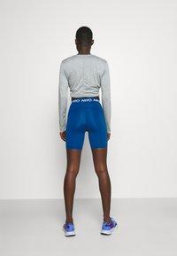 Nike Performance - SHORT HI RISE - Tights - court blue - 2