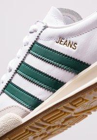 adidas Originals - JEANS - Trainers - footwear white/collegiate green/core brown - 5