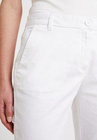 Sisley - TEXTURED LIGHT - Chino - white - 4