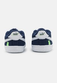 Nike Sportswear - FORCE 1 CRIB SE UNISEX - První boty - midnight navy/white/lime glow - 2
