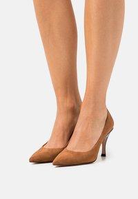 HUGO - TONIC - Classic heels - medium brown - 0