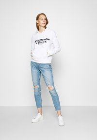 Abercrombie & Fitch - HERITAGE LOGO POPOVER - Hoodie - white - 1