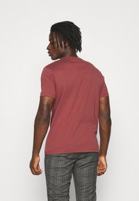AllSaints - BRACE CONTRAST CREW - Basic T-shirt - tuscan red - 2