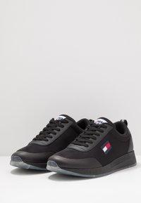 Tommy Jeans - FLEXI RUNNER - Sneakersy niskie - black - 2