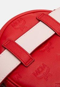 MCM - Bum bag - viva red - 4
