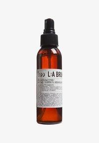 L:A Bruket - FACE TONER 120ML - Toner - no.99 chamomile/bergamot - 0