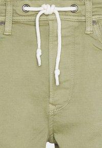 Pepe Jeans - JAGGER  - Farkkushortsit - palm green - 5
