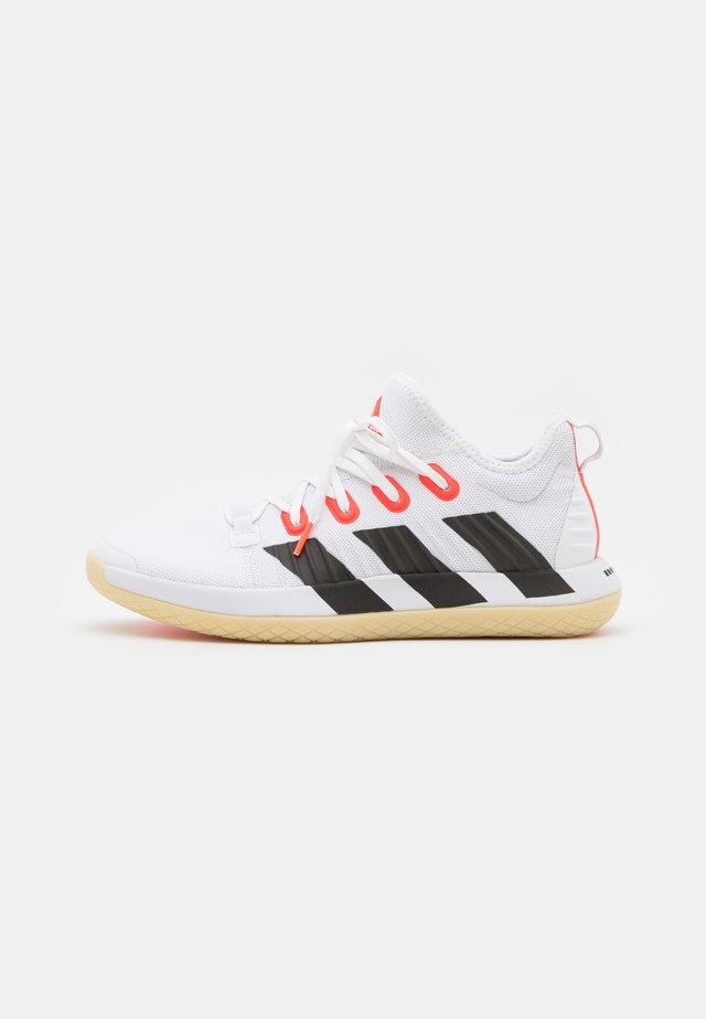 STABIL NEXT GEN PRIMEBLUE - Käsipallokengät - footwear white/core black/solar red