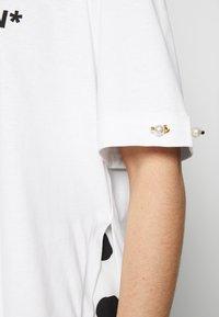 Mother of Pearl - MINTIE - T-shirt z nadrukiem - white - 4