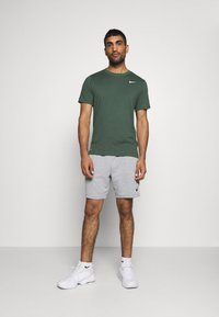 Nike Performance - DRY TEE CREW SOLID - Jednoduché triko - galactic jade - 1