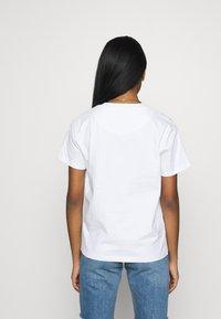 Karl Kani - SIGNATURE BASIC TEE - T-shirt con stampa - white/black - 2