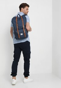 Herschel - LITTLE AMERICA  - Zaino - dark blue - 1