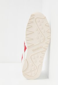 Reebok Classic - NYLON LIGHTWEIGHT RUBBER OUTSOLE SHOES - Trainers - chalk/scarlet/cyan/white - 4
