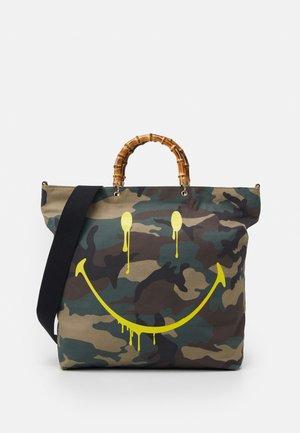 SMUDGE XL SHOPPER - Shopping bag - green