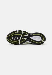 ASICS SportStyle - GEL-1090 UNISEX - Matalavartiset tennarit - lime zest/black - 4