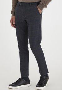 Tailored Originals - Chinos - dark d m - 0