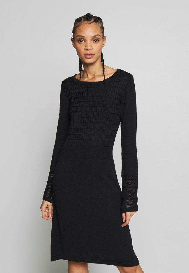 YASINES KNIT DRESS - Abito in maglia - black