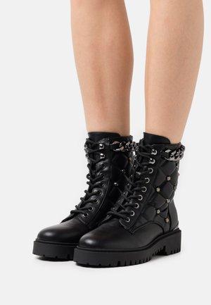 ORMOND - Kotníkové boty na platformě - black