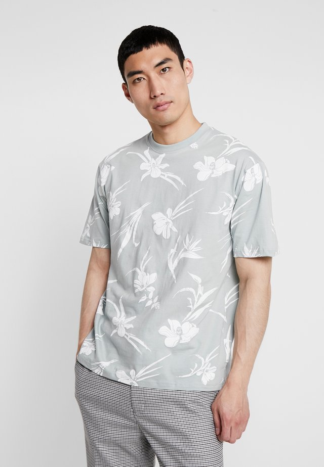 BLOSSOM ORCHID TEEGREEN - T-shirts med print - green