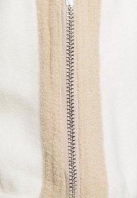 WRSTBHVR - SCOT PANTS UNISEX - Kalhoty - off white - 2