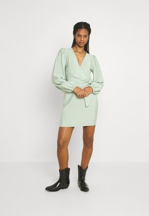 ENCULHANE DRESS - Koktejlové šaty/ šaty na párty - faded green