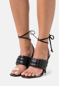 River Island Wide Fit - Korolliset sandaalit - black - 0
