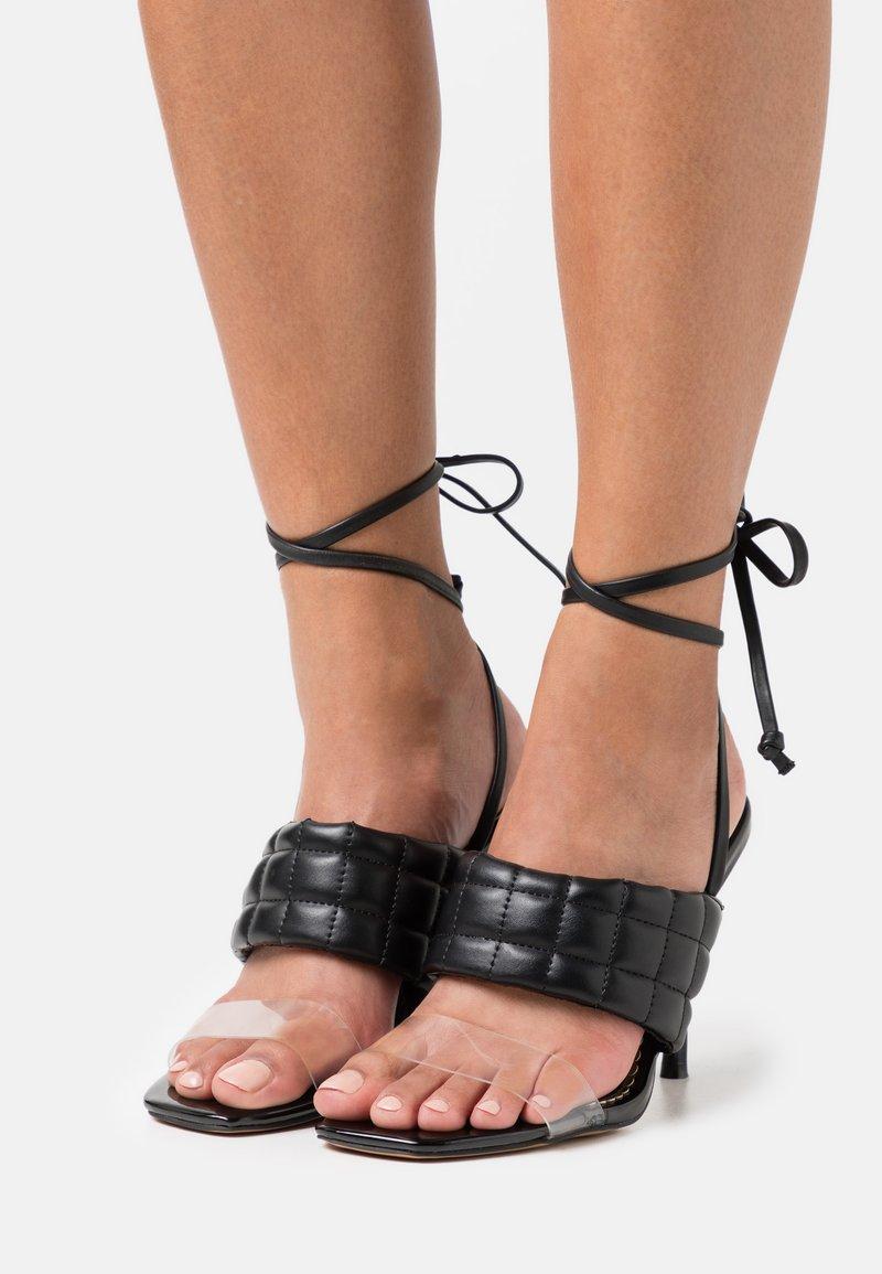 River Island Wide Fit - Korolliset sandaalit - black