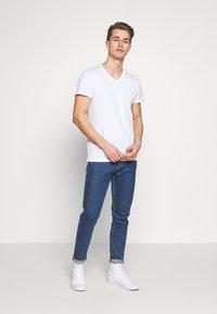 Pier One - 5 PACK - T-shirt basic - white/black - 0