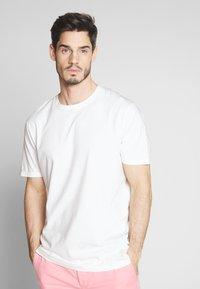 Scotch & Soda - CLASSIC CREWNECK TEE - T-shirt - bas - white - 0