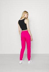 Nike Sportswear - AIR PANT - Pantalon de survêtement - fireberry - 2