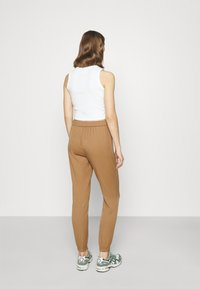 ONLY - ONLREGIE STRING SMOCK PANT - Joggebukse - toasted coconut - 2