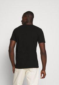 Volcom - NOZAKA SURF - Print T-shirt - black - 2