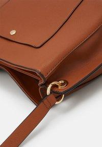 PARFOIS - SAC TANGLE - Handbag - camel - 3
