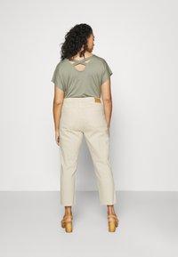 ONLY Carmakoma - CARMILY  LIFE RAW - Jeans Skinny Fit - ecru - 2