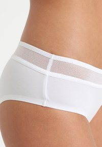Sloggi - EVER FRESH CHEEKY HIPSTER - Slip - white - 4