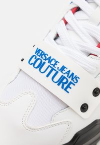 Versace Jeans Couture - SPEEDTRACK - Trainers - bianco/blood - 2