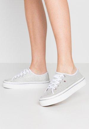 DRESSY GLITTER FLATFORM  - Sneakers basse - silver