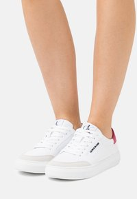 Calvin Klein Jeans - CUPSOLE LACEUP - Baskets basses - bright white - 0